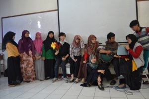 Sumbangan hiburan drama dan musik dari mahasiswa Biologi angkatan 2012/2013 pada acara SIKRAB