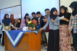 sumbangan hiburan musikalisasi puisi  dari mahasiswa Biologi angkatan 2013/2014 pada acara SIKRAB